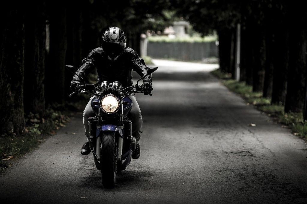 moto noir ville